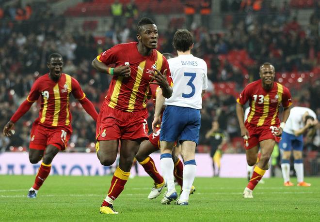 Ghana's Asomoah Gyan (2nd L) celebrates